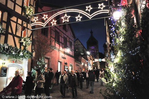 Christmas market 2012 in Riquewihr - main street with Dolder tower